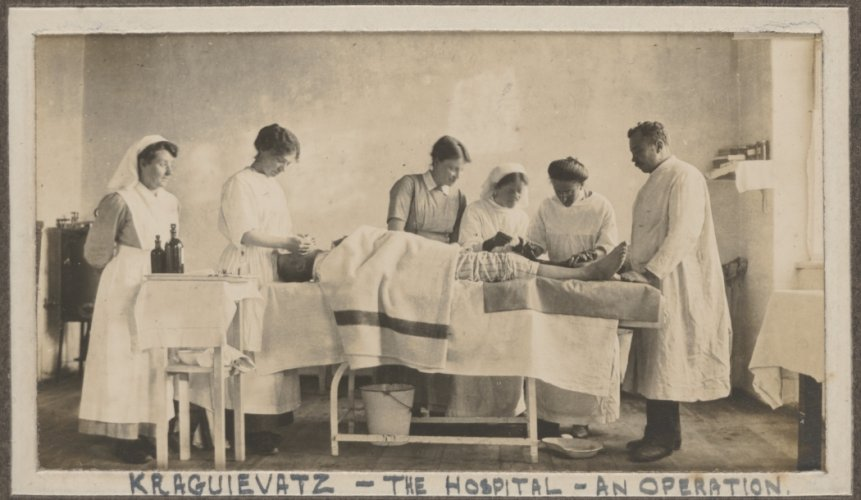Photograph of a female surgical operation at Kraguievatz, 1915