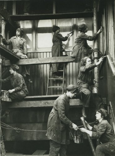 Photograph of women painting Hammersmith Station, c.1916