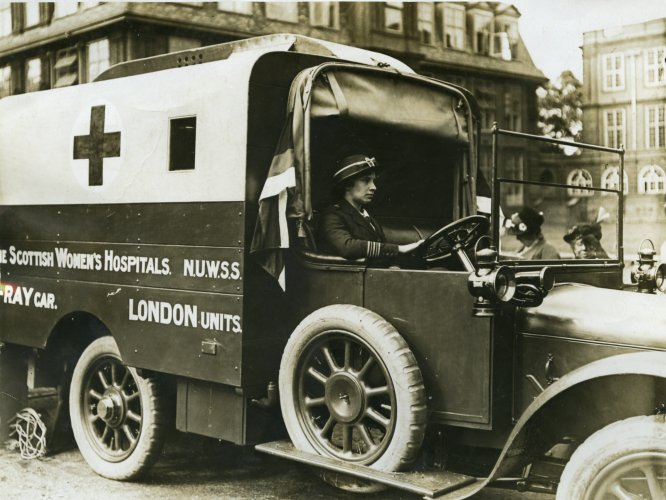 Photograph of an x-ray ambulance on the Western Front, c.1916
