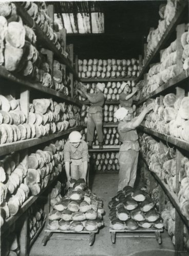 Photograph of WAAC members making bread for British troops on the Western Front, c.1917